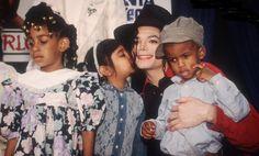 """A pinner wrote: """"Para aqueles que não o conhecem de verdade, Michael era um homem bom, sensível, atento, sábio que fez várias (imensas) doações para os pobres e necessitados, as suas músicas falavam de amor, de Deus, de um mundo melhor! Não existirá nunca outro artista como ele pois ele era completo! Ele era, é e sempre vai ser amado através dos tempos... I love you more Michael."""""""