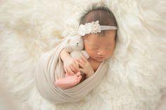 今この瞬間を . 大切に生きること . 真っ白で . 純粋な気持ちを . 大切にしよう . と改めて思える瞬間 . . #うまれてきてくれてありがとう #何度でも伝えたい #うんでくれてありがとう . #ニューボーンフォト三重 #赤ちゃんのいる生活 #たまごクラブ… Baby Pictures, Baby Photos, Newborn Photos, Newborn Photography, Instagram, Bebe, Newborn Pics, Newborn Baby Photography, Babies Photography