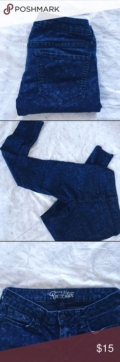 Old Navy Rockstar Floral Skinny Jeans I love the delicate Floral pattern on these Old Navy Rockstar fit jeans, so pretty and unique!! Classic skinny fit, ~35in in length, waist ~13.5 across (smaller than an actual size 8 Although that is what the tag says - ON sizing can be odd). Worn and washed but in great condition and super soft, flexible, and cozy! 77% cotton, 21% polyester, 2% spandex. Old Navy Pants Skinny