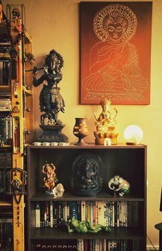 Last Trending Get all images hindu home decor Viral bab ed e bf a aaca Indian Home Interior, Indian Interiors, Indian Home Decor, Indian Decoration, Art Interiors, Ethnic Decor, Asian Decor, Bohemian Decor, Zen