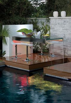 Extraordinary. Waterfall table provides a stunning outdoor conversation lounge for dining.