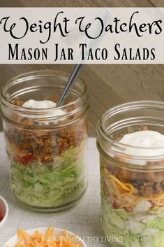 WW Taco Salad Jar Have you tried making mason jar salads? Give this taco salad in a jar a try and you'll be hooked! This easy to make and prep salad is the perfect Weight Watchers lunch recipe. Ww Recipes, Lunch Recipes, Salad Recipes, Healthy Recipes, Mexican Recipes, Drink Recipes, Recipies, Weight Watchers Lunches, Plats Weight Watchers