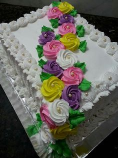 Cake Decorating Frosting, Cake Decorating Designs, Cake Decorating For Beginners, Creative Cake Decorating, Cake Decorating Videos, Cake Decorating Techniques, Creative Cakes, Sheet Cake Designs, Rodjendanske Torte