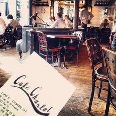 Un café, une terrasse, un bistrot. Le quotidien des parisiens. #travel #voyage #paris #bistrot