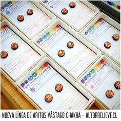 Nuevos! Aritos vástago de los Siete Chakras. Disponibles pocas unidades esta semana en Mall Plaza Vespucio! Desde hoy al domingo 20/nov! #altorrelieve #santiago #laflorida #chile #feria #aros #mandala #yoga #om #rauli #madera #antialergico #hipoalergenico #aceroquirurgico #chakra #energia #vastago #topito #miniatura