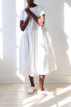 White Fashion, Look Fashion, Fashion Design, Casual Day Dresses, Simple Dresses, Linen Dresses, White Cotton Dresses, Iranian Women Fashion, Oversized Dress
