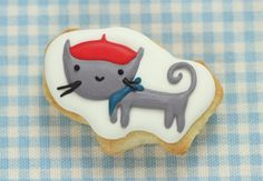 Video on how to dry and store royal icing cookies - cute cat decorated cookie