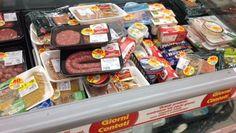 In attesa della legge contro lo spreco di cibo, un gruppo di onlus da tempo si danno da fare per ridurre la dispersione di alimenti e utilizzarli per dare pasti gratuiti ai più bisognosi