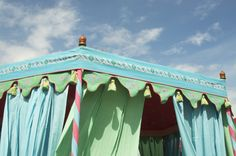 Tent details: good shapes Craft Show Displays, Craft Show Ideas, Display Ideas, Store Displays, White Lights Bedroom, Market Tent, What Dreams May Come, Fairy Tales For Kids, Cool Tents