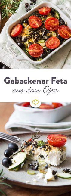 Das Einzige, das deinen schmelzenden Ofenfeta noch besser machen kann? Die Kombination mit Zucchini, Tomaten, frischen Kräuter und Oliven.