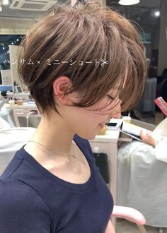 Shoulder-Length Spiraled Bob - 50 Wavy Bob Hairstyles – Short, Medium and Long Wavy Bobs for 2019 - The Trending Hairstyle Long Choppy Bobs, Short Angled Bobs, Wavy Bob Long, Angled Bob Haircuts, Choppy Bob Hairstyles, Bobs For Thin Hair, Trending Hairstyles, Hair Type, Hair Trends