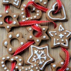 """5 Me gusta, 0 comentarios - @galletitasargentinas en Instagram: """"1 huevo ⠀ 60 g de azúcar ⠀ 1 pellizco de sal ⠀ 150 g de harina (si hay celiacos, puedes cambiarla…"""" Gingerbread Cookies, Christmas Cookies, Little My, Glass Ornaments, Casserole, Dairy Free, Almond, Spices, Desserts"""