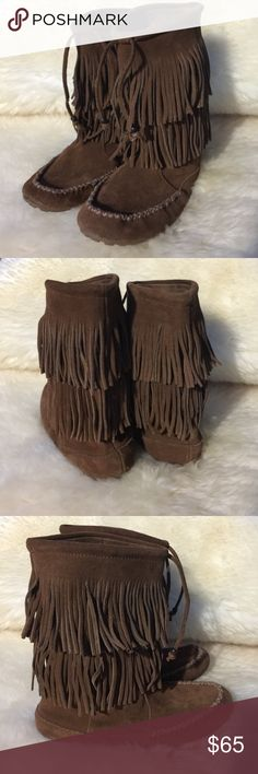 Minnetonka 2 layer Fringe Only used once. Great condition and nice brown color. Tag says 8.5 but run like a 10 Minnetonka Shoes Winter & Rain Boots