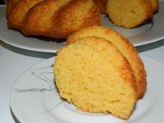 Tarta de harina de maíz y requesón, esta es la receta que les traigo hoy, es una tarta super fácil y el resultado es genial, una tarta esponjosa, apetecible y de un sabor muy agradable que la verdad me ha sorprendido gratamente, es hecha con harina de maíz amarilla (no es ni maizena, ni harina de maíz pre-cocida). En España se ve que es muy utilizada en Galicia de hecho esta tarta es una versión d ...