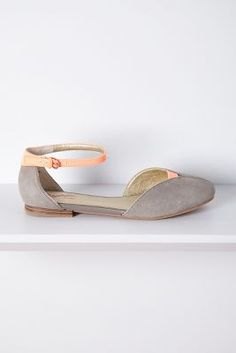 D'Orsay flats in grey and pink. My review: Perfect color combination