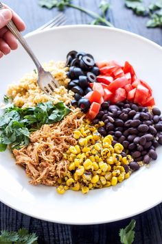 Chicken Enchilada Cauliflower Rice Bowls This easy to make chicken enchilada bowl recipe uses cauliflower in place of rice for a healthy and delicious dinner! Lunch Bowl Recipe, Lunch Recipes, Mexican Food Recipes, Cooking Recipes, Heathly Dinner Recipes, Mexican Desserts, Cooking Tips, Healthy Grains, Healthy Snacks