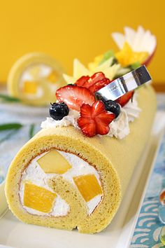 Japanese Mango Coconut Swiss Roll (in Japanese)