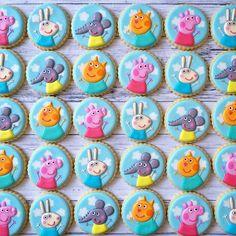 Peppa Pig and friends  Pig Cupcakes, Pig Cookies, Disney Cookies, Cookies For Kids, Fancy Cookies, Cute Cookies, Fancy Cupcakes, Cupcake Cakes, Peppa Pig Cookie