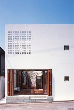 Yashima Architect and Associates. photos: Yashima architect and associates / Shinkenchiku- Sha Japan Architecture, Minimalist Architecture, Architecture Details, Interior Architecture, Facade Design, Exterior Design, Japan Modern House, Minimal House Design, Modern Design