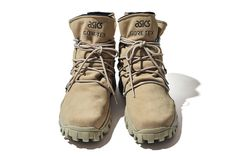 Learn to live in Style. Sock Shoes, Men's Shoes, Fashion Shoes, Mens Fashion, Cool Gear, Gore Tex, Casual Sneakers, Combat Boots, Winter Fashion
