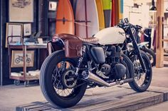 Triumph T120 in white