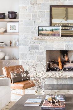 House Tour: A Park City Weekend Retreat Where Modern And Mountain Chic Mingle - - Designer Nicole Davis let the landscape dictate the design of this playful vacation home. New Living Room, Home And Living, Living Room Decor, Cozy Living, Rustic Home Design, Modern House Design, Modern Houses, Elle Decor, Modern Mountain Home