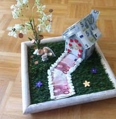 Hochzeitgeschenk basteln DIY gift idea for a wedding: self-made home with lucky tree and couple in t Don D'argent, Home Crafts, Diy And Crafts, Wallpaper World, Diy Pinterest, Diy Gifts For Boyfriend, Christmas Stockings, Wedding Gifts, Create Your Own