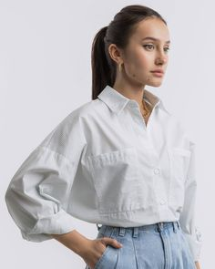 Oversize shirt with pockets Crop Top Outfits, Modest Outfits, Casual Dresses, Casual Outfits, Cute Outfits, Manipulation, White Shirts Women, Shirt Tucked In, Boyfriend Style