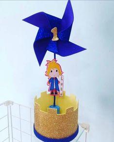 Centro de mesa pequeno príncipe. Eva Glitter, Baby Shawer, Baby Boy Shower, Birthday Candles, Daisy, Confetti, Creative, Prince Birthday Party, Little Prince Party