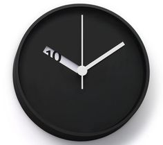 Minimalist clock, rather than show all the numbers, only shows what is relevant, helping determine the actual time without being off by an hour (sometimes occurs with numberless clocks) while presenting as little as possible
