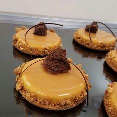 "1,804 aprecieri, 12 comentarii - 🇫🇷PIERRE & MICHEL🇫🇷 (@pierre_michel_nj) pe Instagram: ""Caramel tarte #dessertmasters #divydieos #modaecustomizacao #pastry #patisserie #cake #bakery #yum…"""