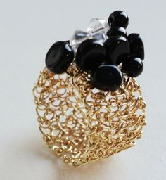 Learn to #crochet wire jewelry with Adriana Laura Mendez