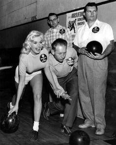 Jayne Mansfield goes bowling.