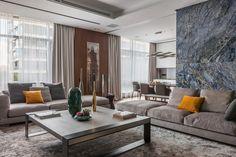 Архитектурное бюро SL project работало над оформлением апартаментов коллекционера в Москве. Резиденция площадью около 250 квадратных метров образована путём объединения двух квартир и расположена в жилом комплексе Barkli Park. Её владелец собирает старинные самовары и лучшие экспонаты из его колл...