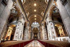 サンピエトロ大聖堂の内部 (バチカン市国)