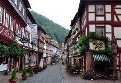 Miltenberg - historic rural town in Bavaria, Germany. Watch > http://destinations-for-travelers.blogspot.com.br/2015/08/miltenberg-miltenberg-am-main-baviera-germany.html #Miltenberg #MiltenbergamMain #ZumRiesen #Baviera #Alemanha #Germany #TravelTips #Turismo #Destinos #Destinations #Trip #Travel #TravelGermany