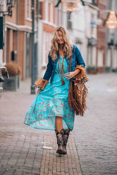 Boho chic outfit - - Boho chic outfit Mixing a turquoise maxi dress with some bohemian style details <!-- Begin Yuzo --><!-- without result -->Related Post Romantic Bohemian Style Living Room Design Ins. Maxi Outfits, Hipster Outfits, Boho Outfits, Fashion Outfits, Maxi Dresses, Fashion Clothes, Casual Dresses, Outfit Stile, Feminine Fashion