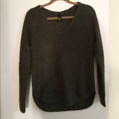 Women's H&M sweater. brand new WOT Cute sweater! Selling because material doesn't agree with me. True to size H&M Sweaters V-Necks