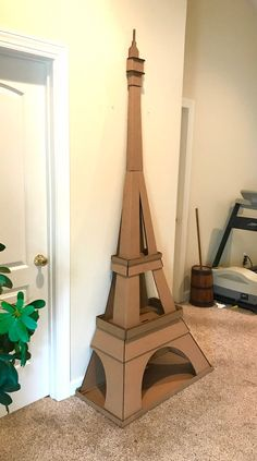 Diy Cardboard Furniture, Cardboard Box Crafts, Cardboard Playhouse, Paper Crafts, Cardboard Paper, Diy Cat Tower, Cat Tree Plans, Diy Karton, Scratching Post