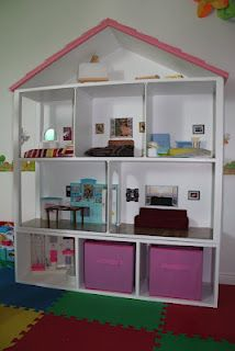 Playscale doll house, DD loves it!
