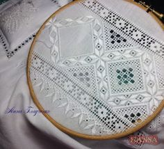 White work and needle weavingLooks like Hardanger.Love my Hardenger!This Pin was discovered by Neş Embroidery Designs, Types Of Embroidery, Learn Embroidery, Ribbon Embroidery, Hardanger Embroidery, Cross Stitch Embroidery, Drawn Thread, Brazilian Embroidery, Satin Stitch