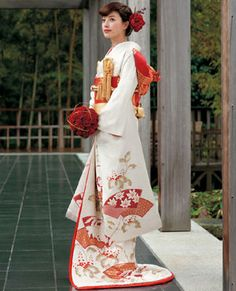 very pretty Japanese kimono Traditioneller Kimono, Furisode Kimono, Yukata, Traditional Kimono, Traditional Fashion, Traditional Dresses, Traditional Japanese, Japanese Wedding Kimono, Japanese Costume