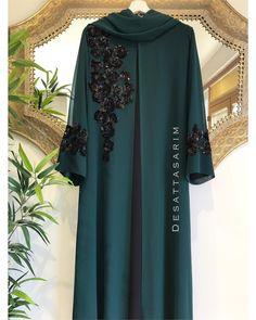 No photo description available. Mode Abaya, Mode Hijab, Pakistani Formal Dresses, Pakistani Dress Design, Abaya Fashion, Muslim Fashion, Abaya Designs Latest, African Fashion Dresses, Fashion Outfits
