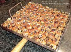 Los caracoles a la llauna un plato típico de Lleida, cada año desde 1980 en el mes de Mayo se celebra el aplec del caracol, declarada Fiesta de Interés Turístico… Spanish Food, Tapas, Vegetables, Mayo, Healthy, Animals, Salads, Cook, Gastronomia