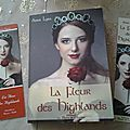 Chronique par Aurore Aylin Romance, Highlands, Anna, Baseball Cards, Sunrises, Flower, Romance Film, Romances, Romance Books