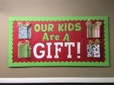 8 Christmas Bulletin Boards – Rediscovering Yesterday 8 Christmas Bulletin Board ideas for your classroom or church Christmas Bulletin Board Decorations, Thanksgiving Bulletin Boards, Christmas Bulletin Boards, Halloween Bulletin Boards, Christmas Classroom Door, Birthday Bulletin Boards, Preschool Christmas, Christmas Door, Christmas Bulliten Board Ideas