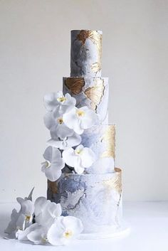 Metallic wedding cake will look luxurious on a holiday of any subject. Gold, silver and glittering elements are perfectly combined with any color and style. Metallic Wedding Cakes, Black Wedding Cakes, Unique Wedding Cakes, Beautiful Wedding Cakes, Gorgeous Cakes, Wedding Cake Designs, Cake Wedding, Metallic Cake, Wedding Ideas