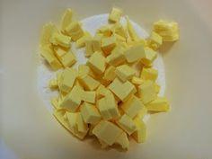 Liian hyvää: Pellillinen kauratosca-raparperipiirakkaa Snack Recipes, Snacks, Pineapple, Chips, Fruit, Food, Snack Mix Recipes, Appetizer Recipes, Appetizers