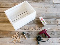 DIY Network shows you how to turn a plain wood crate into storage for children's books and toys. Baby Shower Themes, Baby Boy Shower, Baby Shower Gifts, Baby Shower Centerpieces, Baby Shower Decorations, Baby Room Diy, Diy Baby, Baby Storage, Tv Storage