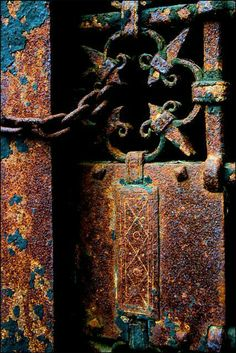 Beautiful rust - love these old, funky, rusted metal, images for inspiration when creating patina finishes Texture Metal, Rust Never Sleeps, Rust In Peace, Rusted Metal, Peeling Paint, Foto Art, Old Doors, Wabi Sabi, Textures Patterns